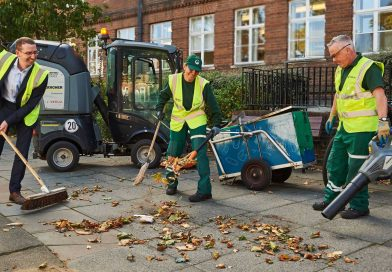 Watford,Mayor,cleaners,men.leaves,sweeping,